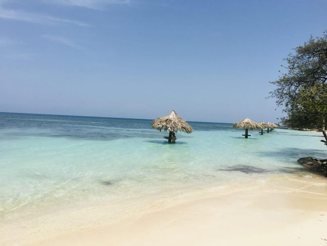Chepes Beach on Utila