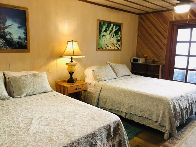Room at Utila Lodge with two double beds